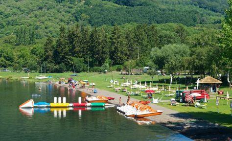Lazio con i bambini al lago di vico. Spiaggia de La Bella Venere sul lago di Vico