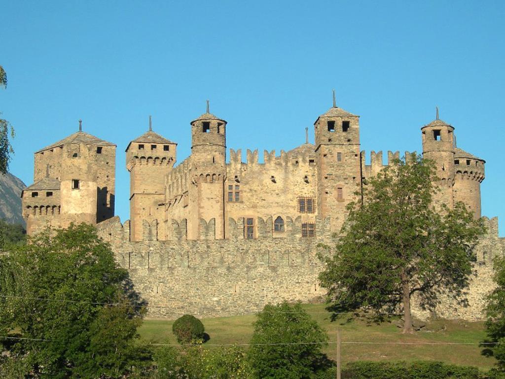 Castelli da visitare con i bambini Castello di fénis valle d'Aosta