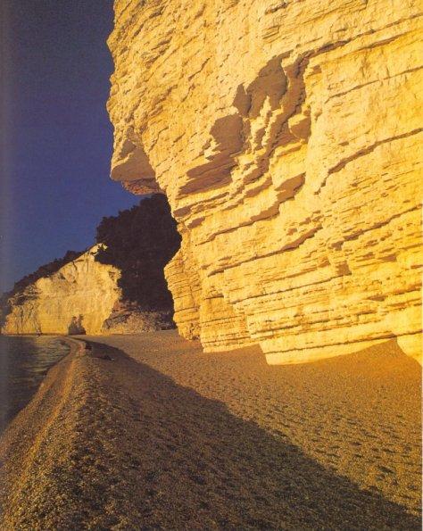 vacanze gargano puglia bambini  Spiaggia di Vignanotica all'alba