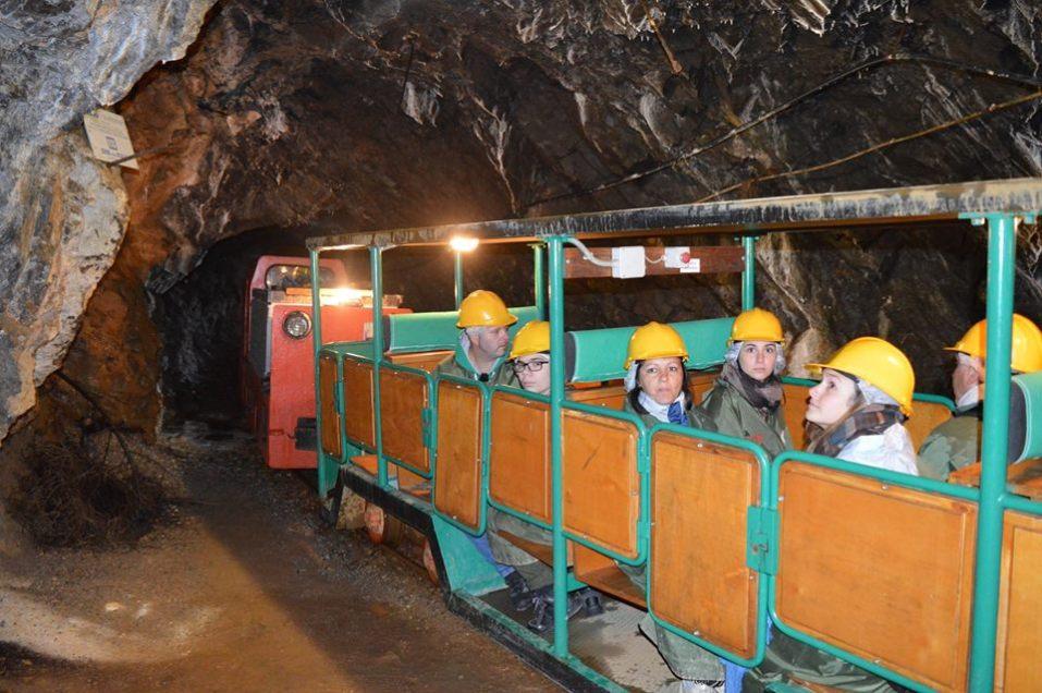 parco_minerario_gaffione_bambini_galleria_treno