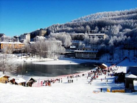 Dove sciare con i bambini in Toscana ed Emilia Romagna Appennino tosco emiliano Comprensorio sciistico Cerreto laghi-vista