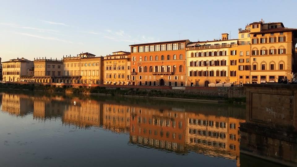 Visitare Firenze con i bambini Lungarno al tramonto