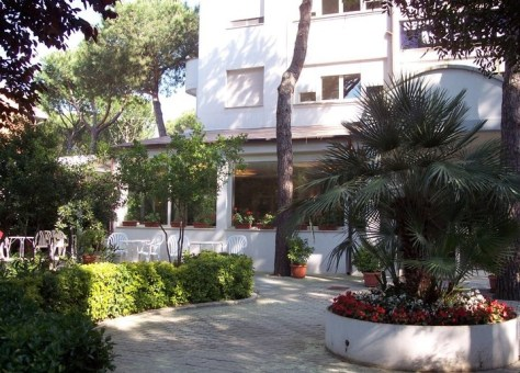 Residence Mareblu-viale ingresso