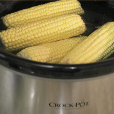 How to Cook Corn on the Cob in a Slow Cooker