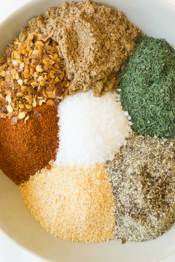 close up of 7 spices in the best seasoning for steak