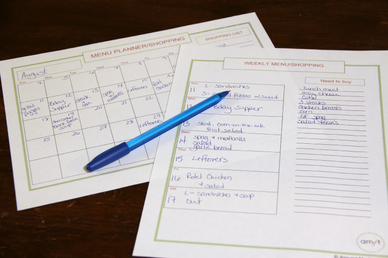 Monthly and Weekly Menu Planners {Free Printables}