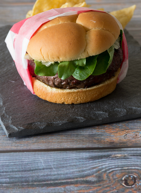 Green Chile Stuffed Burgers #15MinuteSuppers