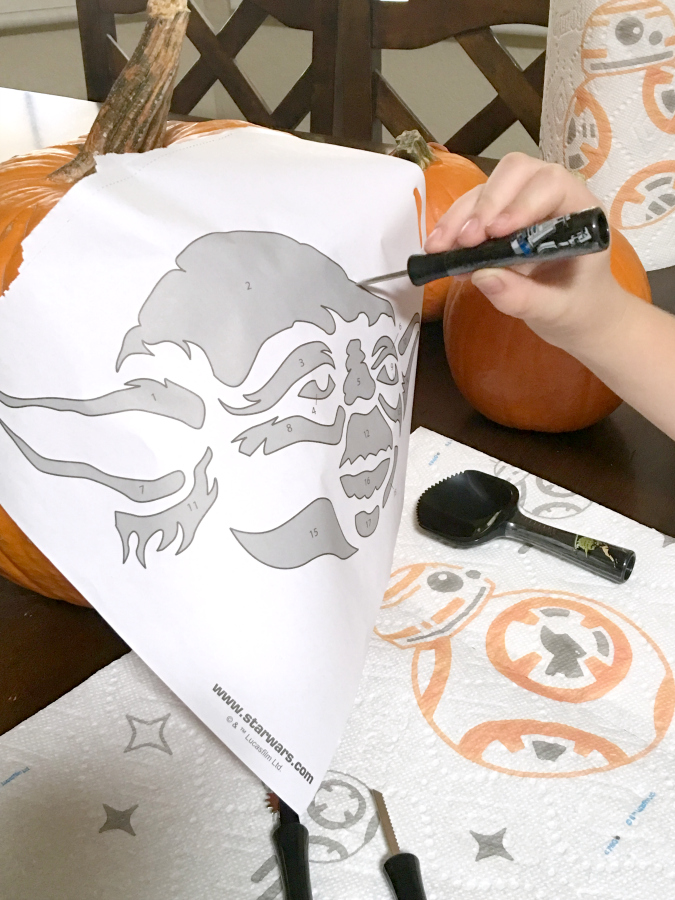 I love seeing all the jack-o-lanterns lit and lined up on Halloween night. These Pumpkin Carving Tips will help you take some of the mess & stress out of this fun family activity.