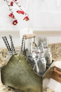 silverware caddy for parties & a DIY Chili bar