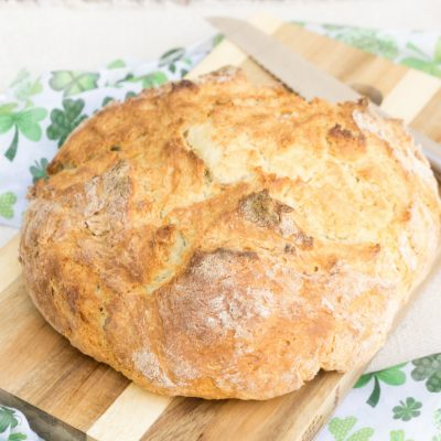 St. Patrick's Day dinner doesn't have to be hard or time consuming.  My Simple Irish Soda Bread is ready in 45 minutes. #stpatricksday #irishsodabread
