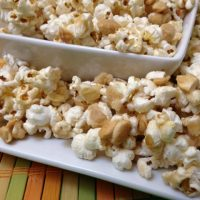 Slightly Spicy Maple Cashew Crunch Popcorn