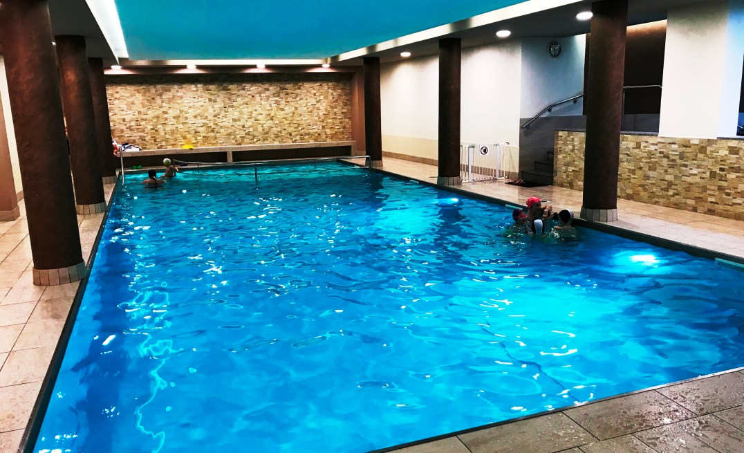 Aparthotel Des Alpes large swimming pool