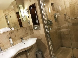 Hotel Westport - bathroom in the family room
