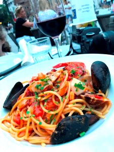 Dining on mussels at Le Café in Venice