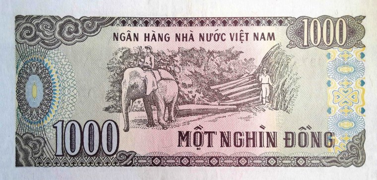 Vietnam 1000 Dong Banknote, 1988 back, featuring elephant logging