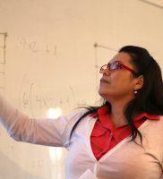 Xiomara Rodríguez exponiendo en Seminario ARPA en el CIAE