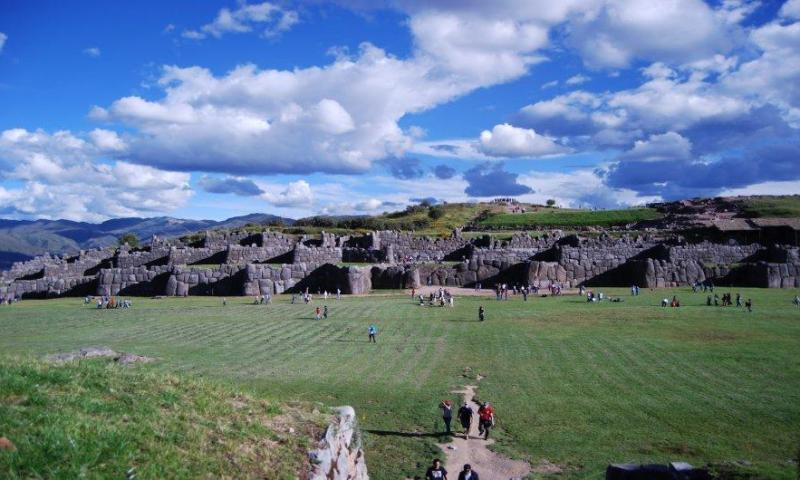 Esculturas zoomorfas talladas en afloramientos rocosos dentro del Parque Arqueológico de Sacsayhuaman-Cuzco