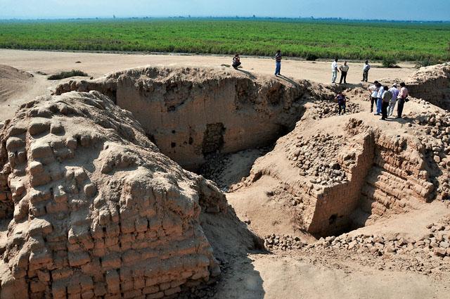 Restaurarán ciudadela de barro del complejo arqueológico Mocollope