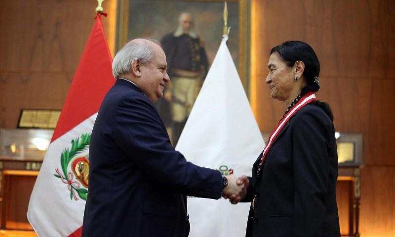 Condecoran a Ruth Shady con 'Medalla al Mérito Ciudadano'