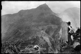 Autoretrato-Martin-Chambi-desde-Wayna-Picchu