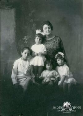 Fotos de estudio Martin Chambi Sra Cassini e hijos