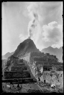 Martin Chambi Wayna Picchu con humo
