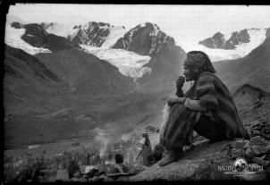 Retratos de campo Martin Chambi Peregrino en Qoillorriti