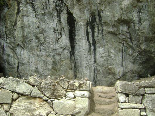 Pintura-Rupestre-en-Machu-Picchu-2009-1