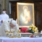 francisco-rezando