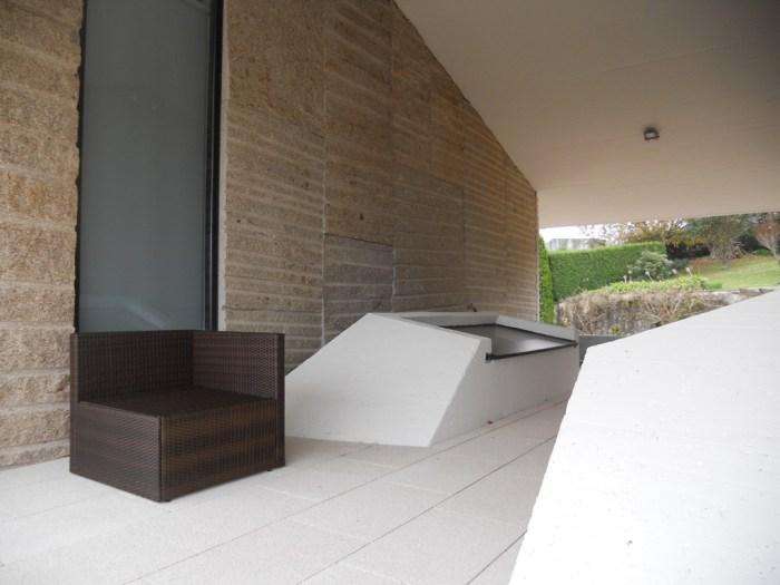 arquitecto-porto-beluso-bueu-patio-lucernarios-sala
