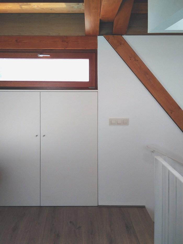 arquitecto-vivienda-atico-pilar-inclinado-madera-marin-pontevedra-claraboya-armario-enrasado-curras