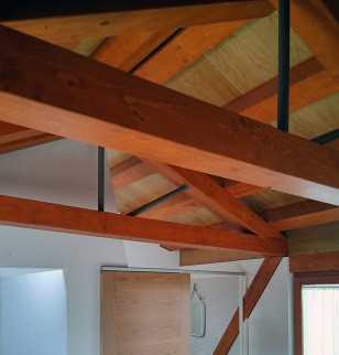 arquitecto-vivienda-marin-pontevedra-cerchas-claraboya-madera-pendolon-acero-curras
