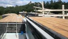 cubierta-casa-santiago-compostela-arquitecto-claristorios-lucernarios-baldosa-roja-barro-arquitectos
