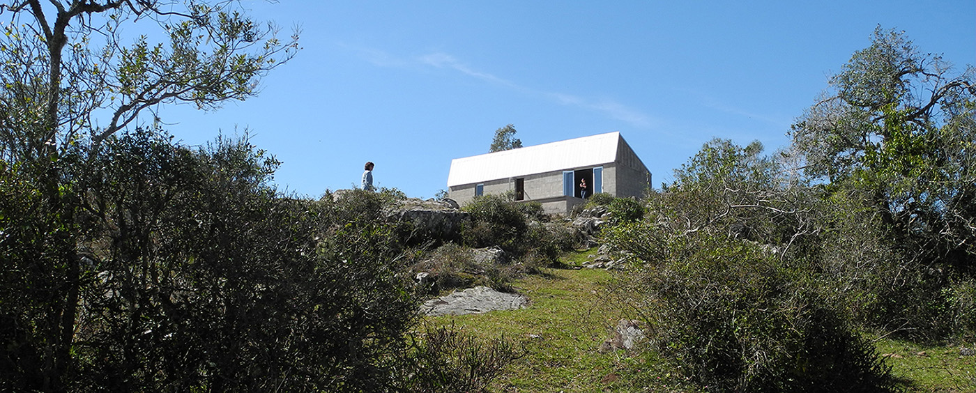 Casa de Fin de Semana / Hendler-Logiuratto Arquitectos