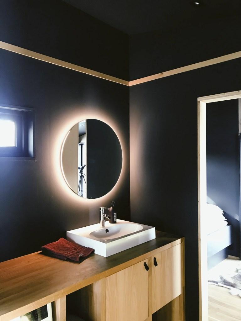 Paredes oscuras en baños
