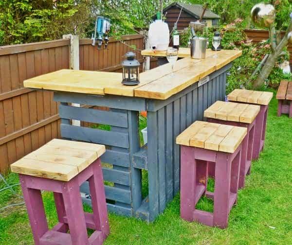 reciclar palets de madera - barra de bar en el jardín