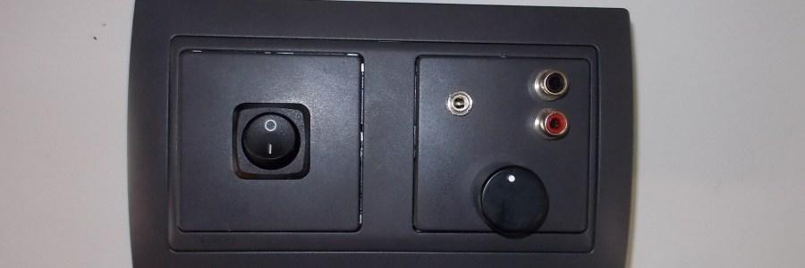 Integración de amplificadores de audio en mecanismos de pared.