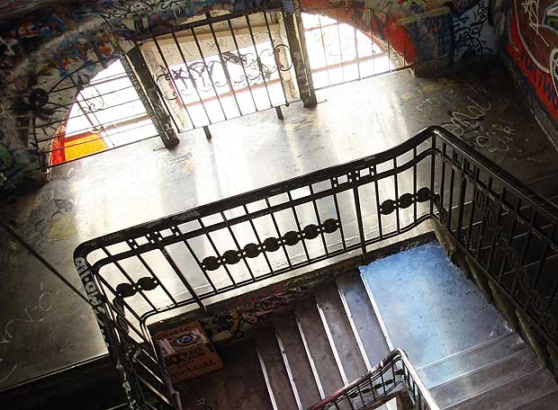 Escalera interior de la casa de los artistas, en Berlin