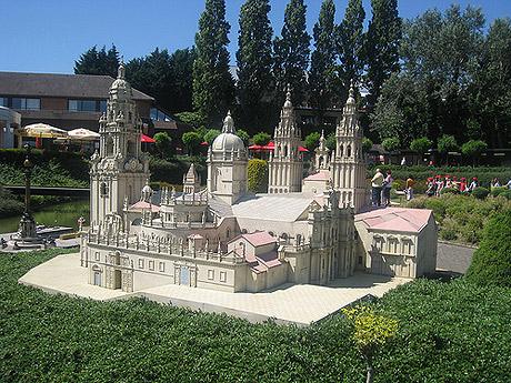 En Mini-Europe, todos los monumentos han sido reproducidos hasta en sus más mínimos detalles.