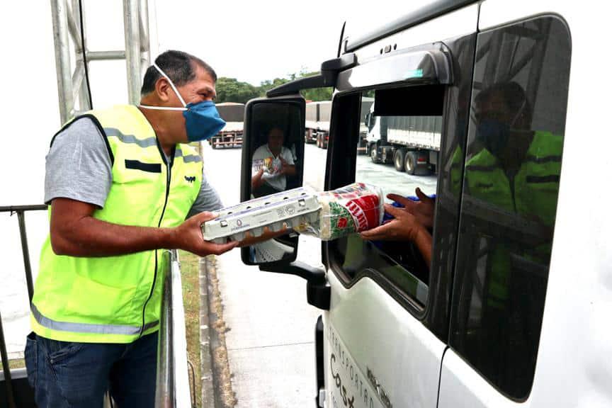 Caminhoneiros recebem kit alimentação no Porto de Paranaguá 2