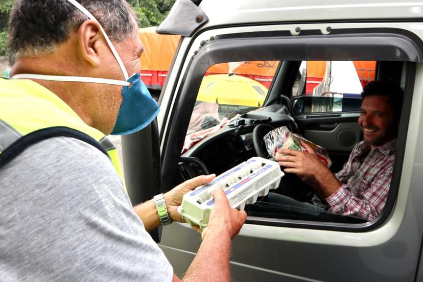 Caminhoneiros recebem kit alimentação no Porto de Paranaguá 4