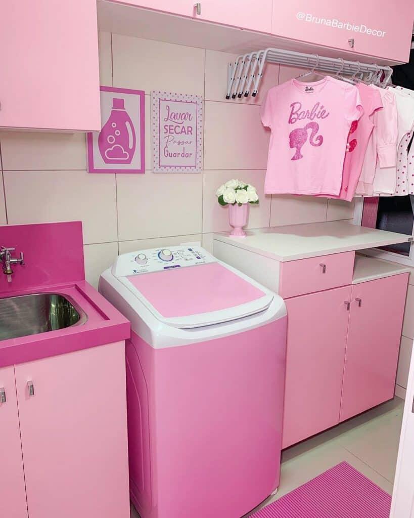 Conheça o mundo cor-de-rosa da Barbie humana de Guaratuba; veja as fotos 17