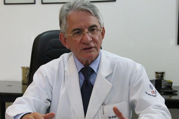 José Euber destaca a manutenção dos serviços de hemodiálise