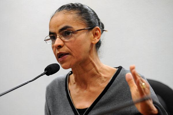A candidata a vice Marina Silva acompanhou Campos ao TSE