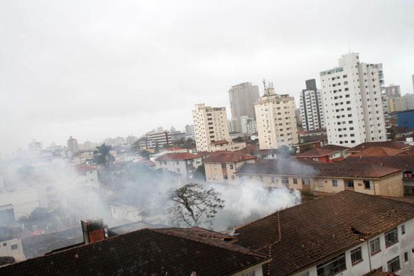 Avião de Eduardo Campos caiu em área residencial de Santos, no litoral paulista, hoje de manhã