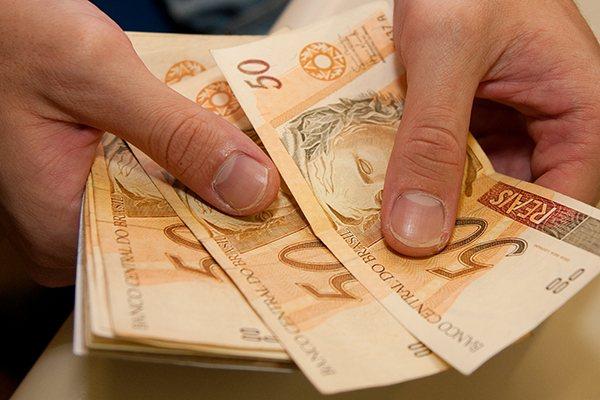 Do total de R$ 19,1 bilhões previstos em abono, R$ 10,1 bilhões serão desembolsados neste ano