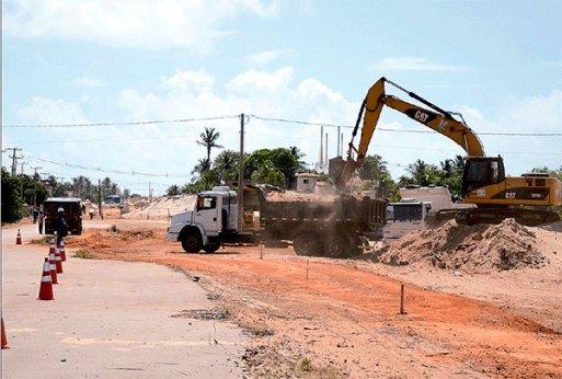Máquinas e operários voltaram para a avenida Moema Tinoco