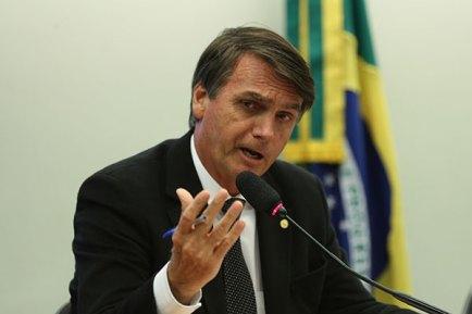 Image result for Bolsonaro insiste em um militar na chapa