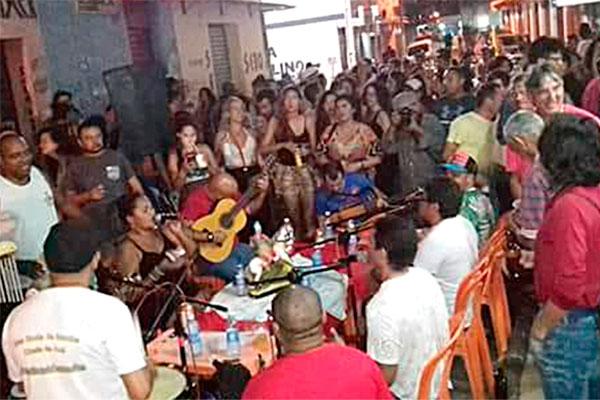 Domingo Batucado promove roda de samba em Ponta Negra