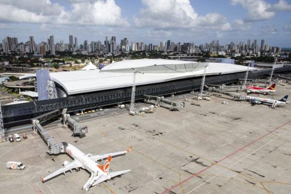 O aeroporto de Recife é um dos que estão dentro do leilão